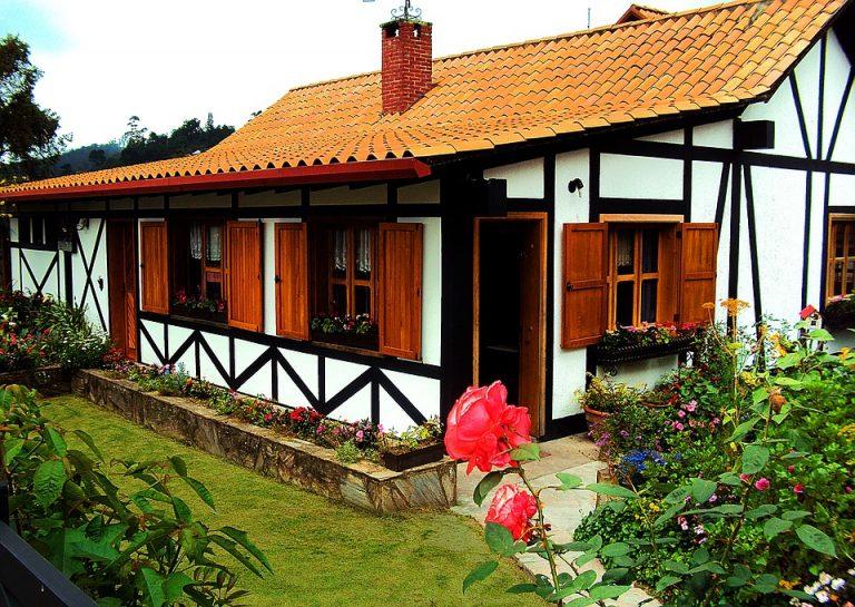 Etiqueta Alt: jardines casa – cubrealfombras acrílicos.